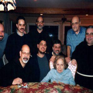 Los esposos Bianchini, Pd John LoSasso, Sr. Carlos Marrero, hermanos y amigos, LBI, NJ, EE.UU. (05-01-2003)