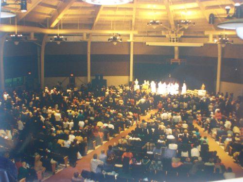 Santa Misa por el Padre Cadmus Mazzarella y 8 sacerdotes, discurso de la sierva de Dios María Esperanza, 1.500 personas, en Garden State Park Pavilion, Cherry Hill, NJ, EE.UU (30-11-1996)