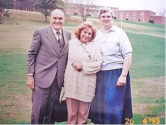 Primera misión apostólica de la Sra. María Esperanza en el extranjero. Esposos Bianchini y Her. Margaret Sims, MA, EE.UU. (26-04-1993)