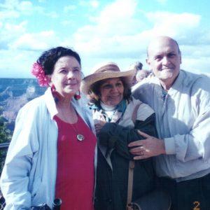 Sra. Marlene Mc Cauley y esposos Bianchini, Gran Cañón, AZ, EE.UU. (02-05-1995)