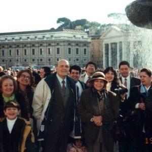 Los esposos Bianchini y miembros de la Fundación Betania, Plaza San Pedro, Roma, Italia (19-11-1995)